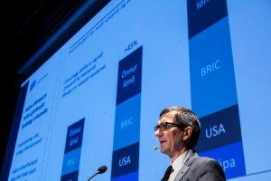 Hordur-Arnarson-Landsvirkjun-CEO-presenting
